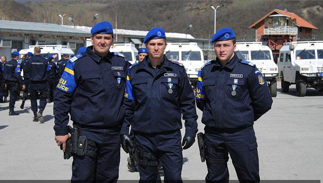Jandarmi suceveni medaliaţi în Kosovo