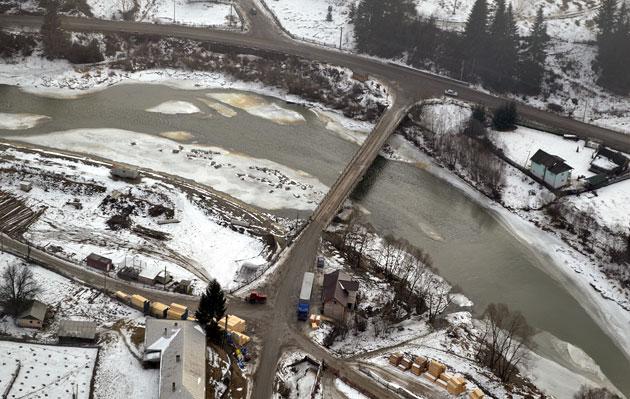 Monitorizare aeriană pentru prevenirea unor situaţii de urgenţă pe râurile Bistriţa şi Dorna